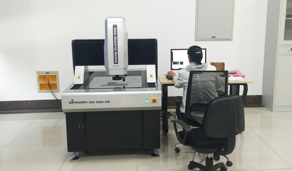AutoTouch 652 Vision Measuring Machine Used in Research Institude